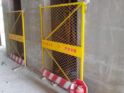 电梯洞口安全门2.jpg